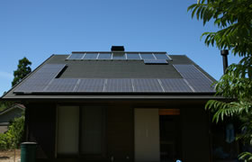 事例5.招き屋根(切妻)・金属屋根横葺き